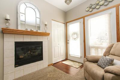 Waukesha Condo/Townhouse Active Contingent With Offer: 2424 Fox River Pkwy #C