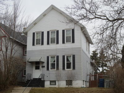 Milwaukee Single Family Home For Sale: 1116 E Pryor Av