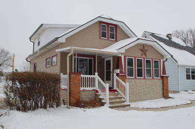 Milwaukee Single Family Home For Sale: 2660 S 67th St