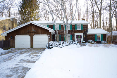 Ozaukee County Single Family Home Active Contingent With Offer: 3421 W Riviera Ct