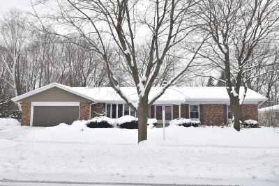 Cedarburg Single Family Home Active Contingent With Offer: W58n976 Essex Dr