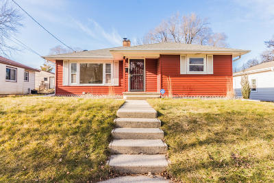 Waukesha Single Family Home Active Contingent With Offer: 1010 N Greenfield Ave