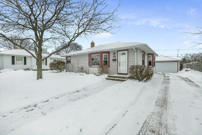 Kenosha Single Family Home Active Contingent With Offer: 5627 47th Ave