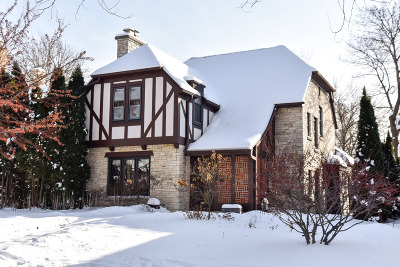 Milwaukee County Single Family Home Active Contingent With Offer: 819 E Beaumont Ave