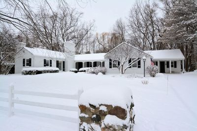 Mequon Single Family Home Active Contingent With Offer: 320 E Ravine Dr