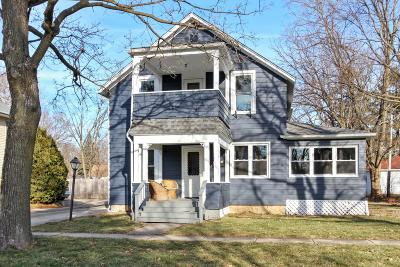 Lake Geneva Single Family Home Active Contingent With Offer: 1021 Dodge St