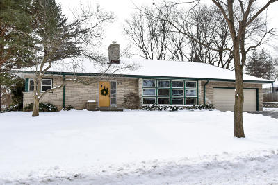 Single Family Home Active Contingent With Offer: 11809 W Walnut Rd