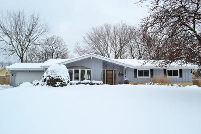 New Berlin Single Family Home Active Contingent With Offer: 13940 W Briarwood Ln