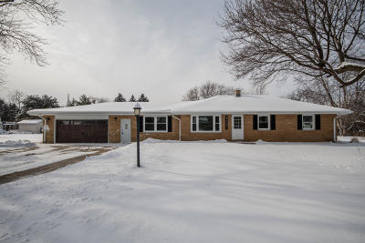 New Berlin Single Family Home Active Contingent With Offer: 2521 S Ronke Ln