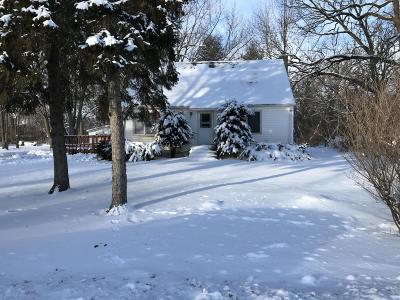Pleasant Prairie WI Single Family Home Active Contingent With Offer: $199,900