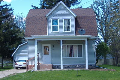 Waterloo Single Family Home For Sale: 825 E Madison St