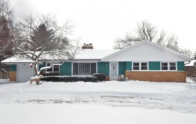 New Berlin Single Family Home Active Contingent With Offer: 16655 W Small Rd
