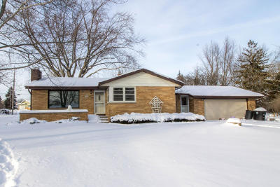 Menomonee Falls Single Family Home Active Contingent With Offer: N50w16414 Maple Crest Ln