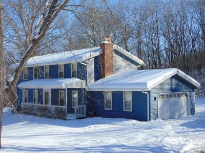 Mukwonago Single Family Home Active Contingent With Offer: W325s7418 Squire Ln