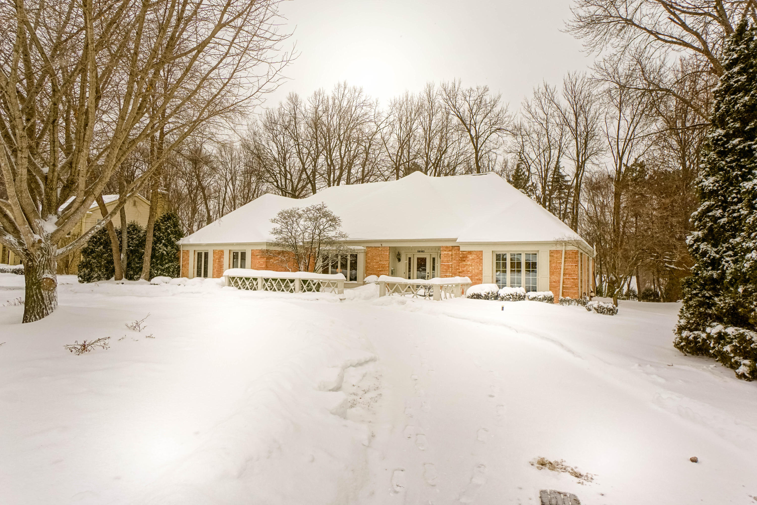 19160 glen kerry dr brookfield wi mls 1621056 the stefaniak group llc