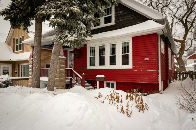 Milwaukee Single Family Home Active Contingent With Offer: 3132 S Delaware Ave
