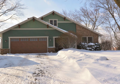 Ozaukee County Single Family Home Active Contingent With Offer: 4639 W Laurmark Ct