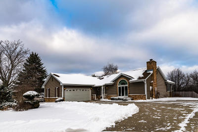 Waukesha Single Family Home Active Contingent With Offer: 701 Sunrise Ct