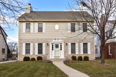 Milwaukee County Single Family Home Active Contingent With Offer: 8904 Jackson Park Blvd