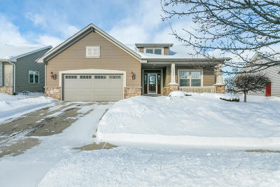 Kenosha Single Family Home Active Contingent With Offer: 15406 67th St