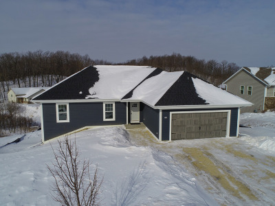 Slinger Single Family Home For Sale: 195 Glacial Dr