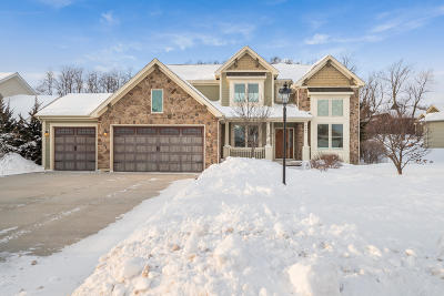 Bristol Single Family Home For Sale: 8640 Chaucer Cir