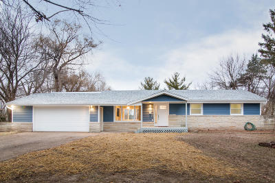 Oconomowoc Single Family Home Active Contingent With Offer: N56w34782 Lake Dr