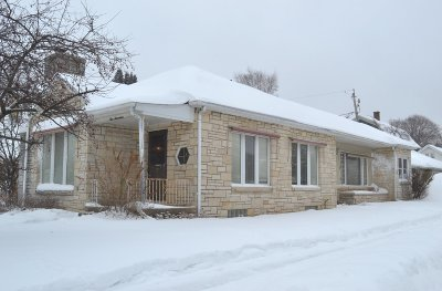 Waukesha County Single Family Home Active Contingent With Offer: 917 S Grand Ave