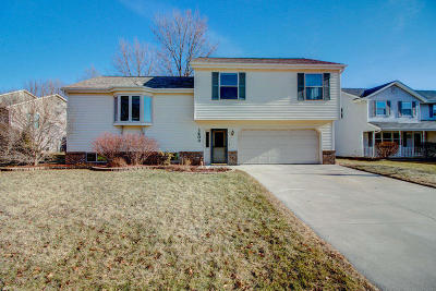 West Bend Single Family Home Active Contingent With Offer: 1403 Trillium Ct