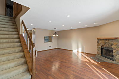 Washington County Condo/Townhouse Active Contingent With Offer: W163n11510 Windsor Ct #F