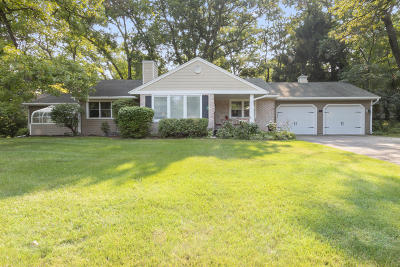 Fontana Single Family Home For Sale: 907 Shabbona Dr