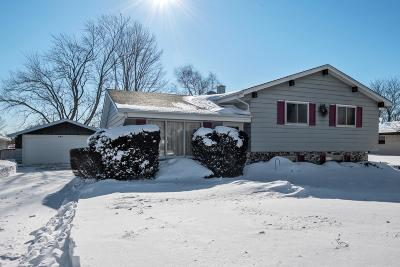 Saukville Single Family Home Active Contingent With Offer: 539 Deer Pass Rd