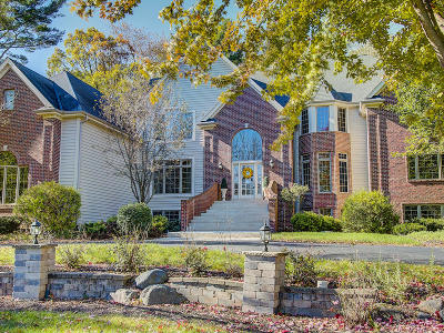 Brookfield Single Family Home Active Contingent With Offer: 1225 Gray Fox Dr