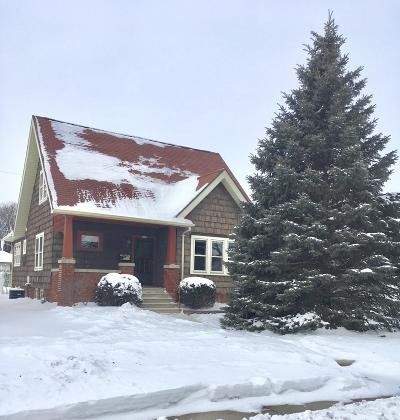 Sheboygan Single Family Home Active Contingent With Offer: 1838 N 19th St