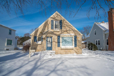 West Bend Single Family Home Active Contingent With Offer: 1026 Chestnut St