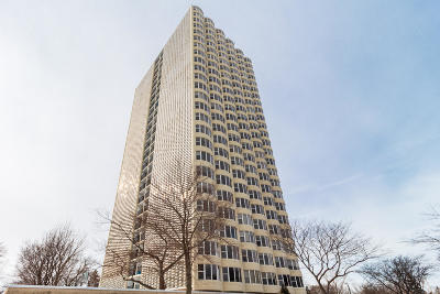 Milwaukee Condo/Townhouse For Sale: 2525 S Shore Dr #7-C