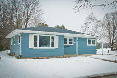 Sheboygan Single Family Home Active Contingent With Offer: 3232 N 28th St