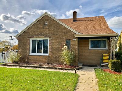 Milwaukee Single Family Home For Sale: 3835 N 100th St