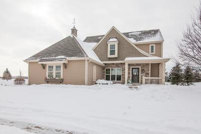Oconomowoc Single Family Home Active Contingent With Offer: 1837 River Lakes Rd S