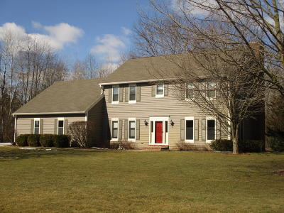 Hartland Single Family Home For Sale: W293n6685 Cheryl Ln