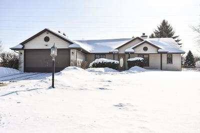 Muskego WI Single Family Home Active Contingent With Offer: $262,000