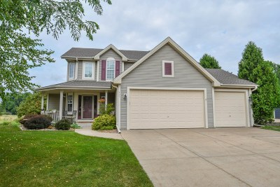 Oconomowoc Single Family Home For Sale: 721 Orchard Cir