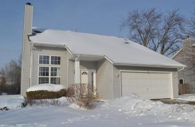 Oak Creek Single Family Home Active Contingent With Offer: 900 E Stonewood Dr
