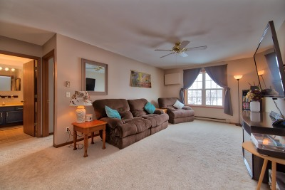 Washington County Condo/Townhouse For Sale: 557 Slinger Rd #G-2
