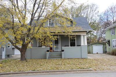 Oconomowoc Single Family Home For Sale: 30 S Concord Rd