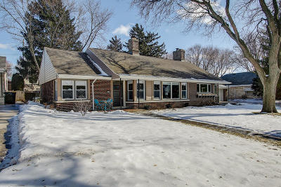 Single Family Home Active Contingent With Offer: 2510 N Swan Blvd