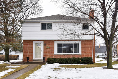 Single Family Home Active Contingent With Offer: 4039 N 93rd St