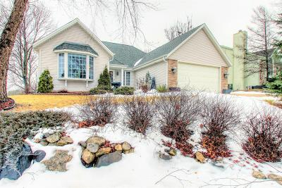 Pewaukee Single Family Home Active Contingent With Offer: 1427 Sunnyridge Rd