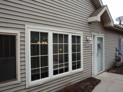 Pewaukee Condo/Townhouse Active Contingent With Offer: 1072 Quinlan Dr #C