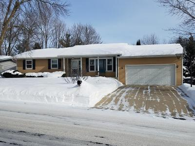 Fort Atkinson Single Family Home Active Contingent With Offer: 1429 Lakeview Dr